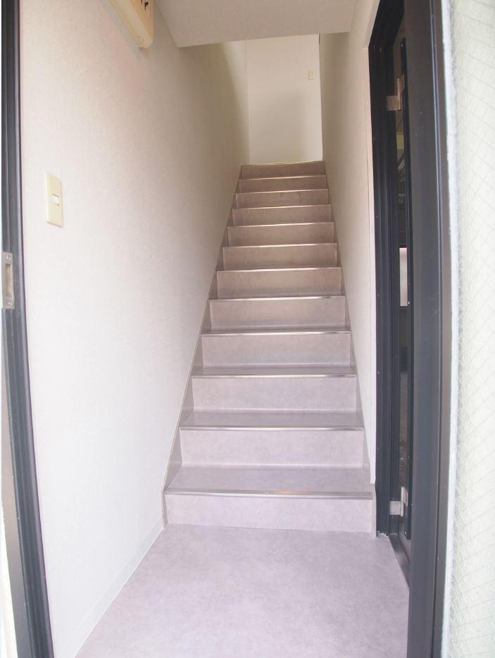新堀ビジネスプラザ(屋内階段)
