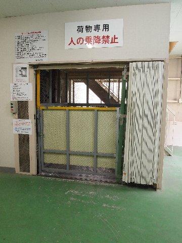 エヌピートランク本一色(荷物専用リフト)