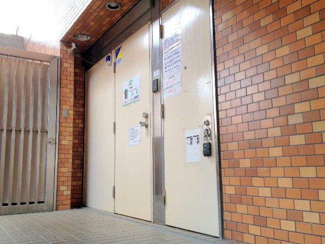 エヌピートランク府中(トランクルーム入口)